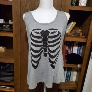 Sparkly skull tank with shred design in back